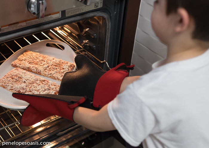 baking pizza at home with kids-2