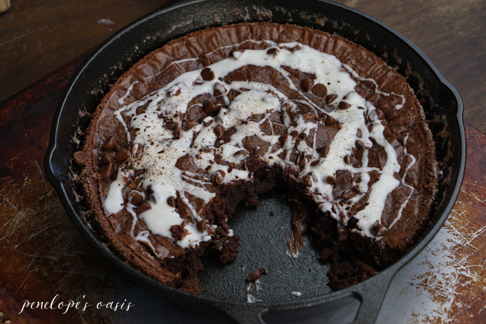 chocolate skillet brownie recipe with vanilla bean cream