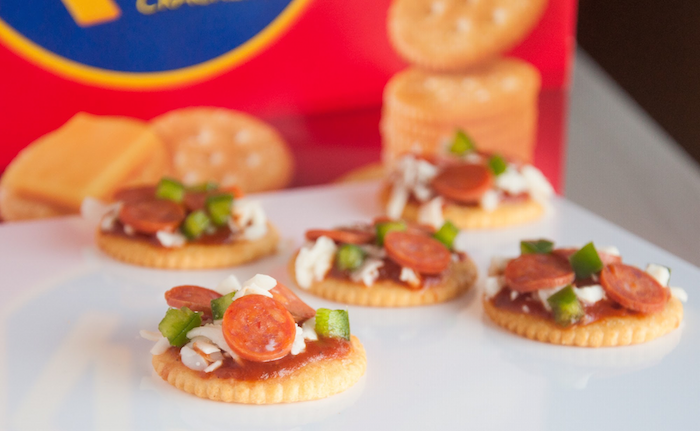 ritz-mini-pizzas-with-kids